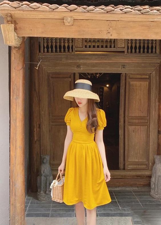 Đầm Xòe Có Tay Đính Khuy Trước Ngực (VÀNG)