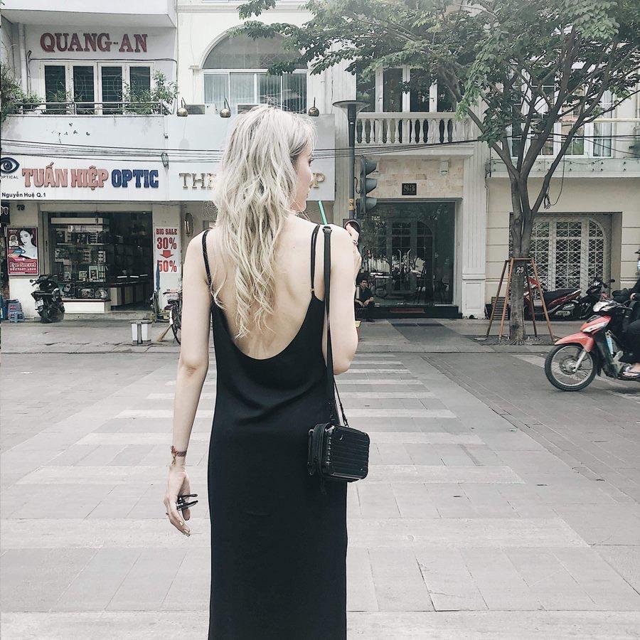 Đầm Lụa Cổ Đổ Lưng U (ĐEN)