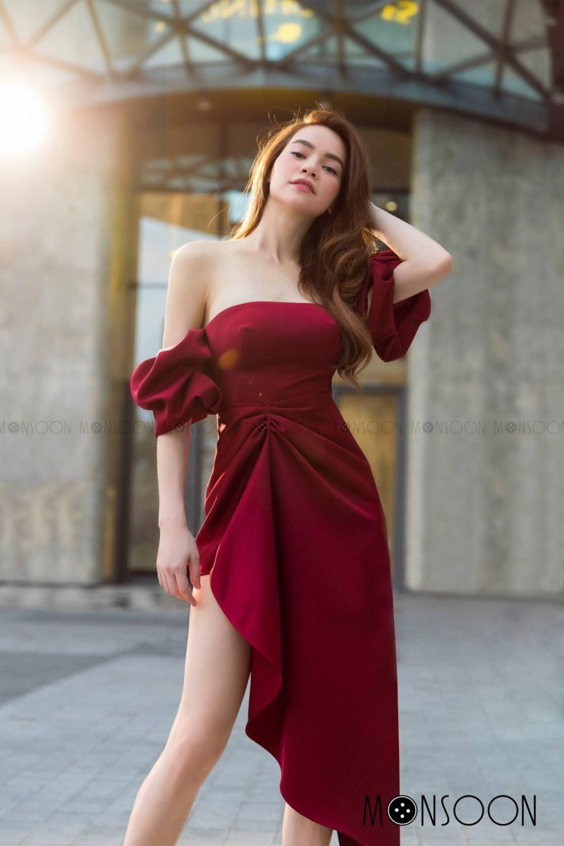 [A] RED HOLIDAY DRESS (ĐỎ)