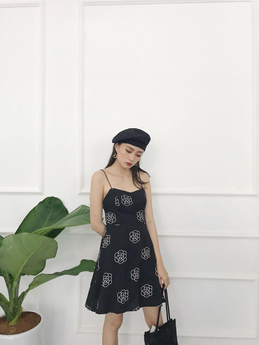Đầm Hoa Cúp Ngực - Nền Đen Hoa Trắng